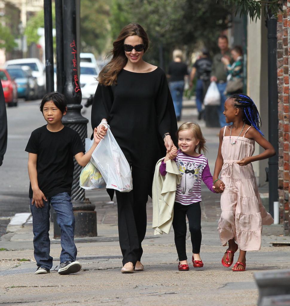 Angelina+Jolie+Angelina+Jolie+Takes+Lovely+HEKQLOqiDb0x