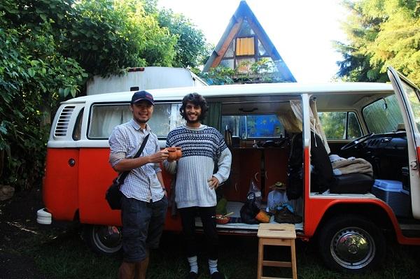 与Maxlo和Juliana在Xela分别后意外在San Marco相遇 背后是他们改装后的小房车