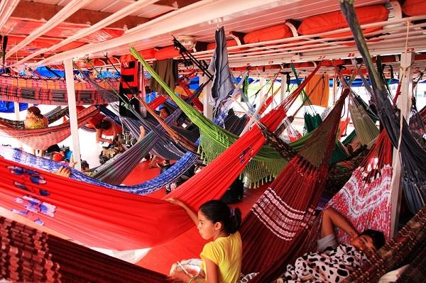 亚马逊漂流 在船上的八天八夜 就都是在吊床上睡过来的