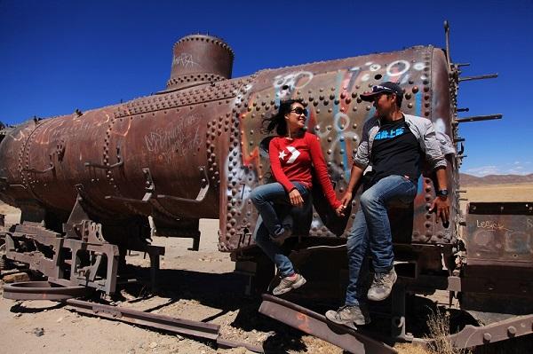 玻利维亚的废弃火车站