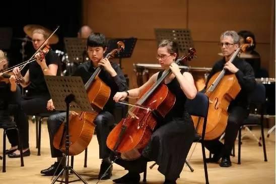 音乐学校交响乐团演出