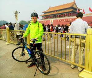 来到北京后的十一,我在天安门骑车
