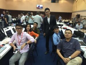 我们的记者团队(右一为李伟林)