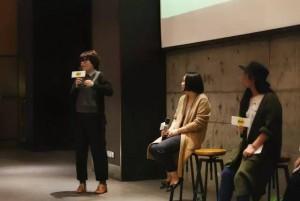 张简兰(左一)