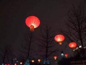春节街上的氛围