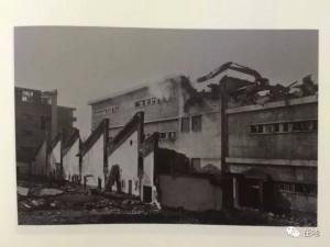 甘肃最大的毛纺厂拍卖后厂区拆除 2002年吴平关作品
